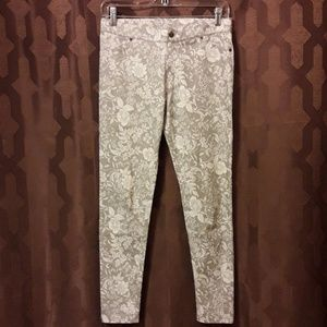 HUE white and silver floral print jeggings